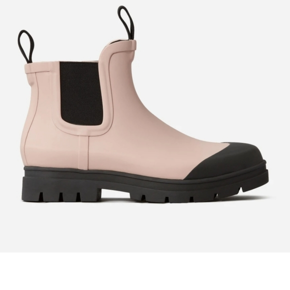 ISO EVERLANE The Rain Boot in Pink Size 9